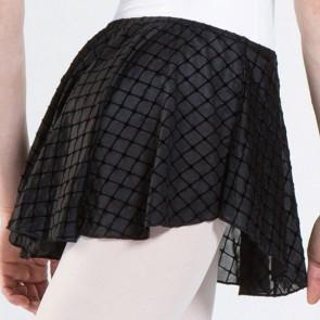 Elegante y sofisticada la faldita Stala de WearMoi está hecha de una suave y ligera gasa en doble capa que le da un movimiento y vuelo preciosos.